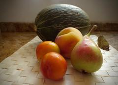 Frutas.............54VP (valorphoto.1) Tags: selecciónvp alimentos color natural composición frutas vegetales naturalezasmuertas stilllife luznatural photodgv