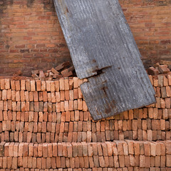 Baumaterial (zeh.hah.es.) Tags: bhaktapur nepal construction baustelle ziegel brick rot red grau gray grey wiederaufbau reconstruction erdbeben earthquake
