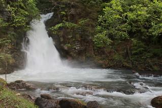 Giessbachfälle ( Giessbachfall - Wasserfall chute d'eau cascata waterfall 滝 ) des Giessbach ( Bergbach Bach creek ) in den Berner Alpen - Alps in Giessbach bei Brienz am B.rienzersee im Berner Oberland im Kanton Bern der Schweiz