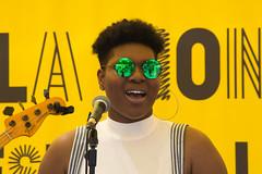 Monique Makon en concierto - Parc del Poblenou Barcelona (agustiam) Tags: moniquemakon parcelpoblenou singer cantante barcelona soul glasses gafas groc