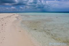 Playa Flamenco Beach, Cayo Coco, Cuba (Sebastiao P Nunes) Tags: cayococo cuba playa arena sailboat catamaran mar oceano seashore spnunes nunes snunes spereiranunes canoneos70d beach sun sand oceancaribbean