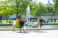Jardin Tuileries (Shanti Mari) Tags: jardin tuileries garden giardini women donne fammes amiche friends girls fontana fountaine france francia parigi paris ile de