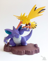034_Nidoking VS Zapdos_Banpresto_1999 (Pokémon Figuredex) Tags: pokémon nidoking zapdos figure battle collection banpresto