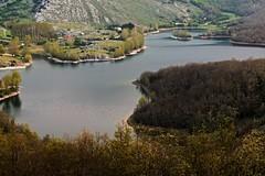 Embalse Cervera-Ruesga (LUIS FELICIANO) Tags: naturaleza rio embalse montañas arboles panoramica bosque cerveradepisuerga palencia castillaleon españa olympus e5 lent50200mm