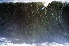 GRANT BAKER / 5549NBW (Rafael González de Riancho (Lunada) / Rafa Rianch) Tags: surf waves surfing olas sport deportes sea mer mar nazaré vagues ondas portugal playa beach 海の沿岸をサーフィンスポーツ 自然 海 ポルトガル heʻe nalu palena moana haʻuki kai olahraga laut pantai alam