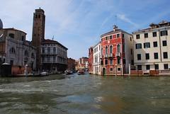 Venecia (Italia, 17-6-2017) (Juanje Orío) Tags: 2017 venecia venezia italia italy patrimoniodelahumanidad worldheritage canal agua water barco boat torre tower