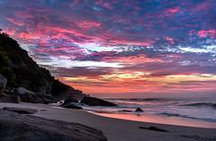 Amanhecendo em Abricó - Rio de Janeiro (mariohowat) Tags: praiasdoriodejaneiro praiadeabricó praiadenudismonoriodejaneiro praiadenudismo sunrise canon amanhecer nascerdosol alvorada natureza riodejaneiro brasil brazil