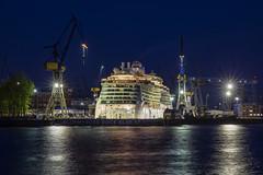 BRILLIANCE OF THE SEAS - 22041802 (Klaus Kehrls) Tags: hamburg hamburgerhafen blohmvoss dock17 schiffe nachtaufnahme elbe gewässer spiegelung