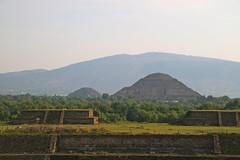 Pirámides de la Luna vistas desde el Templo de Quetzalcoatl (Erik Cleves Kristensen) Tags: mexico teotihuacan mexicodf