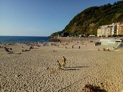 Playa de la Concha (San Sebastián) (cprigal) Tags: sansebastian costa litoral edificios monte vegetación arena geografíaurbana urbanismo urbano turismo infraestructura geografíafísica relieve orografía hidrología océanoatlántico marcantábrico erosión