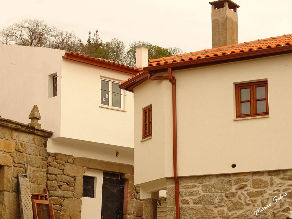 Águas Frias (Chaves) - ... casas na Aldeia (Cimo de Vila) ...