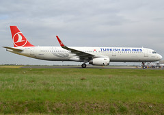 "TC-JSE, Airbus A321-231(SL), c/n 5450, THY-Turkish Airlines, ""Kizilirmak"", CDG/LFPG, 2018-04-08, taxiway Alpha-Loop. (alaindurandpatrick) Tags: tcjse cn5450 a321 a321200 airbus airbusa321 airbusa321200 airliners jetliners th thy turkish turkishairlines türkhavayollari thyturkishairlines airlines cdg lfpg parisroissycdg airports aviationphotography"