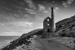 Stay near (Lloyd Austin) Tags: nikon d7200 sigma1750mm monochrome mono horizon sky clouds path pathway cliffs landscape grey white black bw blackwhite bnw atlantic ocean seascape sea scenic view vista enginehouse house engine towanroath derelict abandoned ambient calm chilled walking shoreline coast coastline coastal england cornwall stagnes chapelporth coastalpath staynear