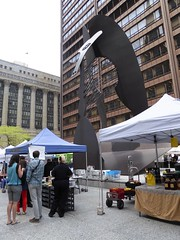 Chicago, Daley Plaza, Lunchtime at the Thursday Market, Picasso Sculpture with Vendors (Mary Warren 10.5+ Million Views) Tags: chicago daleyplaza market urban architecture building cityhall art sculpture metal pablopicasso vendors people