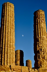 Temple of Agrigento (mariachiarachiarenza) Tags: sunset moon temple greek agrigento sicily