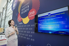 Elisabeth Kotthaus presenting