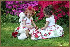 Sanrike und Milina ... (Kindergartenkinder 2018) Tags: gruga grugapark essen azaleen kindergartenkinder sanrike milina annette himstedt dolls
