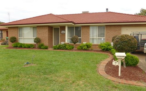 7 Mimosa Ave, Parkes NSW 2870
