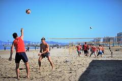 Beach volley (N I C K ....1 8 2 8) Tags: sea sole sun spiaggia mare men moving blu beach beachvolley people persone rosso red riccione ikb