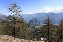 Ovronnaz (bulbocode909) Tags: valais suisse ovronnaz montagnes nature printemps arbres mélèzes nuages paysages vert bleu villages maisons chalets