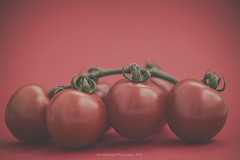 Cherry tomatoes (Graella) Tags: red rojo vermell tomatoes cherry cherrytomatoes tomates tomaquets macro closeup hortalizas healthy food stilllife bodegon