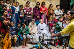 The Audience-DSC_8767 (thomschphotography3) Tags: benares varansi india asia audience mahashivaratri festival women children parade shiva