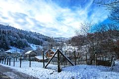 Neige à Pâques (1) (didier95) Tags: lathuile savoie village paysage neige ciel nuage barriere montagne rhonealpes