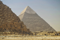 Similarities (Don César) Tags: cairo gizah pyramid piramide egypt egipto africa middleeast mediooriente old worldwonder ancient architecture arquitectura tourism mustsee khafra khufu