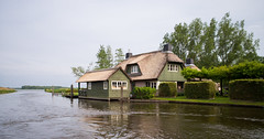 In Giethoorn, Netherlands (romanboed) Tags: leica m 240 summicron 28 europe netherlands holland dutch giethoorn travel architecture house home cottage canal