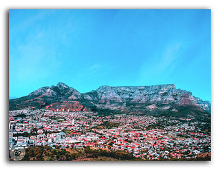 Iconic table mountain n the city of Cape Town!