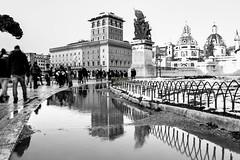 26febbraio (47-2 (andry_92) Tags: riflessi nikon water acqua piazzavenezia rome roma inverno winter people city città