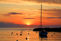 Early Bird Catches the Worm (MRD Images) Tags: rockport massachusetts sun sunrise sky boat water ocean atlantic clouds newengland beauty nature day gloucester canon eos 5d markiv shadow silhouette reflections sea seacoast ma