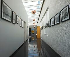 Licht und Schatten (Körnchen59) Tags: hotel architektur glas licht schatten bilder flur körnchen59 elke körner sony island selfoss spiegelung reflection