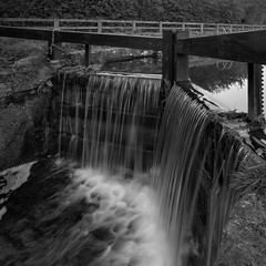 Wansford Lock (Tony McLean) Tags: ©2018tonymclean eastyorkshire blackwhite monochrome leicamonochrom leica21mmf34superelmar