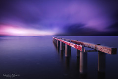 Un soir sur le ponton (Q.Sabourin) Tags: ponton ses mer landscape paysage pose longue aga grand angle tokina 1116 canon 7d blue bleu violet coucher soleil sunset côted'azur saint tropez