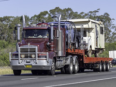 1999 Kenworth T401 northbound on M31 Hume Motorway (Paulie's Time Off Photography) Tags: fednv37ht kenwortht401 olympusomdem10 paulleader vehicle truck australianroadtransport roadtransport roadhaulage road highway transport transportation australiantrucks aussietrucks roadfreight primemover lorry nsw newsouthwales australia m31humemotorway humehighway lowrider