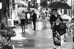 Geisha (frank.gronau) Tags: strase street black weis schwarz japan osaka geisha alpha sony gronau frank