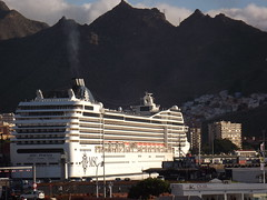 "Le ""MSC Poesia"" au port de Santa Cruz de Tenerife (Vincentello) Tags: port santacruz tenerife canaries mscpoesia navire ship croisière cruise"