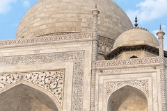 Flowers & Letters (Gwen Fran) Tags: agra asia asie inde india rajasthan tajmahal mausolée palace palais shrine mausoleum tombeau sunrise leverdesoleil arche ark architecture dome dôme calligraphie calligraphy islam muslim musulman moghol darktable