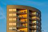 Avondzon (Fotografie, Gouda) Tags: gouda zonsopkomstenondergang avondlicht appartementen architectuur architecture architectural architecturalphotography architectuurfotografie modernearchitectuur modernarchitecture balkons balcony bluesky rinuslasschuyt lasschuyt nikon nikond7200 facade