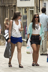 Fashion & Style, Stamford (dagomir.oniwenko1) Tags: stamford england uk street style sigma summer canon candid canoneos60d color dress dresses fashion mode girl girls woman female humans people portrait shorts