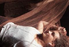 Apuntes para el recuerdo . Notes for a memory . Alegoríia de un sueño . Allegory of a dream . (Soledad Bezanilla) Tags: apuntes notes recuerdo memory alegoría allegory sueño dream instantes momentos luz light arte art fotografia photography vida life woman soledadbezanilla canoneos7d retrato portrait