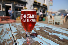Glass of Blush (Neyol) Tags: blush glass pub sunshine portsmouth