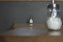 Distant Relatives (Robin Shepperson) Tags: shop coffee cafe bokeh table sugar berlin germany distance nikon d3400 paper rock cafés café white