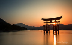 Sunset over Miyajima (Raph/D) Tags: japan miyajima hiroshima sunset torii shrine sea bay long exposure longue pose travel traveler asia catchy colors sun water lee filters big stopper reflection seascape landscape beautiful temple shinto island ile prefecture canon eos 7d mark ii canoneos7dmarkii l series lseries 2470mm ef2470mmf28liiusm leefilters bigstopper