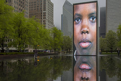Portraits in the Park (player_pleasure) Tags: michiganave millenniumpark water chicago chicagoist waterfountain reflect