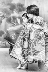 お稽古 - 01 - 06 (Stéphane Barbery) Tags: hayashi koume soichiro children enfants filles girls japan japon kyoto lesson leçons noh nô okeiko お稽古 京都 宗一郎 小梅 日本 林 能楽