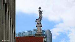 L' ANGELO GUARDIANO (Salvatore Lo Faro) Tags: milano lombardia italia italy cielo nuvole azzurro bianco statua chiesa grattacielo rosso tetto tegole angelo guardiano salvatore lofaro canon g16