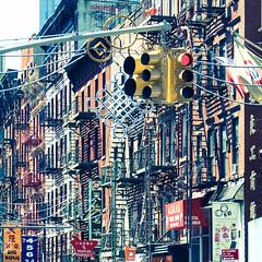 Crazy Chinatown NY (christopherbischof) Tags: chinatown newyork manhattan usa ampel treppen schilder architektur architecture fujifilmxt2 fujifilm christopherbischof stadt city strasse strassenfotorafie