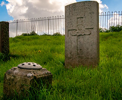 Broughton Cemetery.. (Air Frame Photography) Tags: cwgc broughton oxfordshire grave ww1 lest we forget ww2